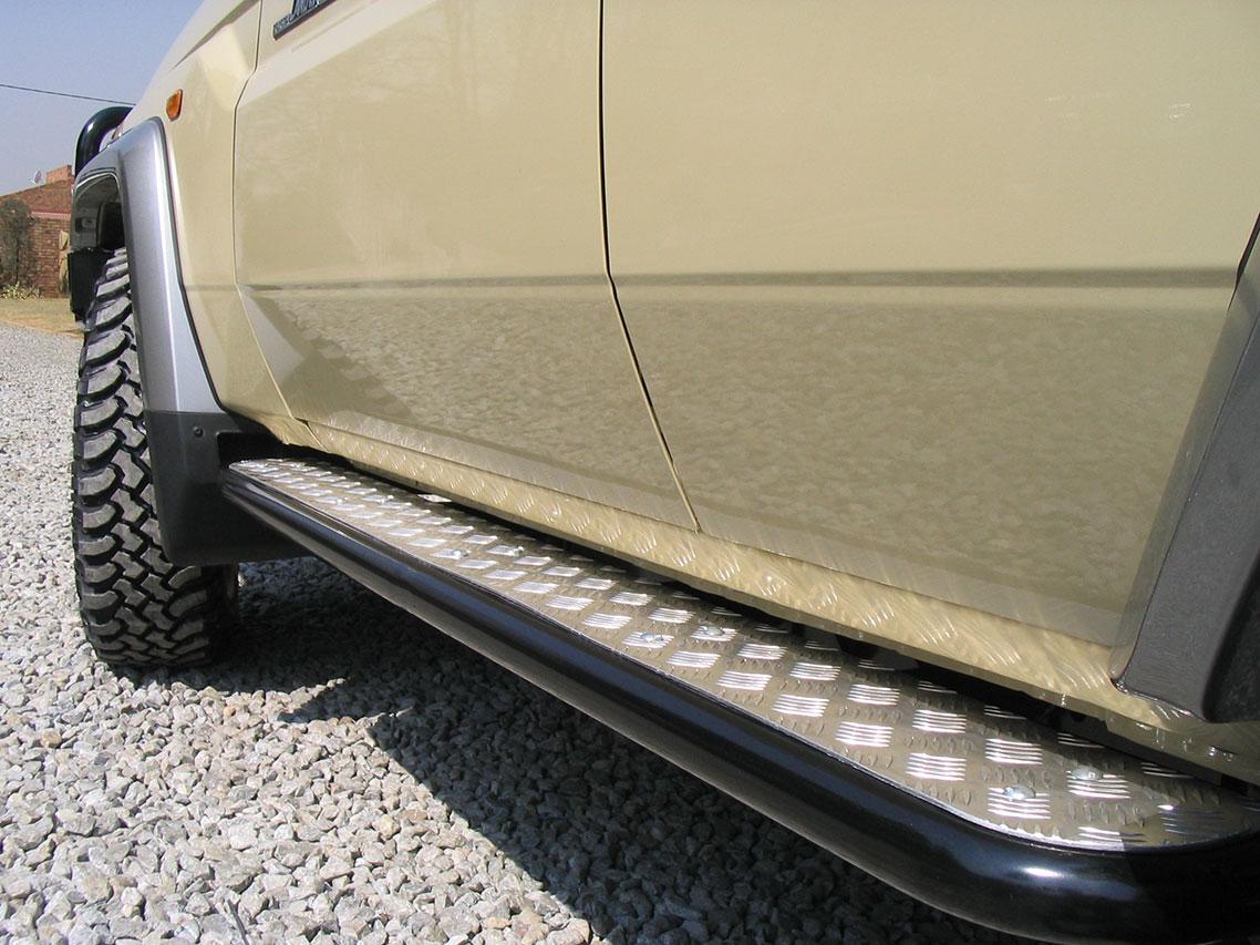 Jeep Led ROCK SLIDERS (STD COLOUR BLACK) - ONCA Off-road